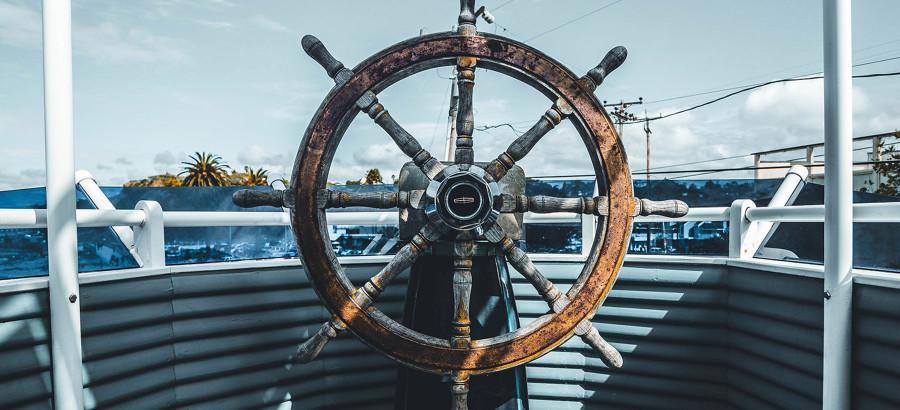 A bord du Kraken, le navire qui dépollue l'océan